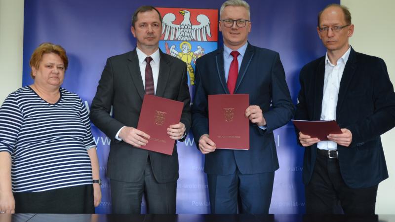 Podpisanie umowy w sprawie dotacji 36,5 mln złotych od Powiatu Wołomińskiego.